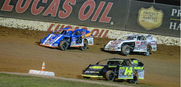 Bryant prevails after early three-way battle with Strong, Jackson for USRA B-Mod win at Lucas Oil Speedway